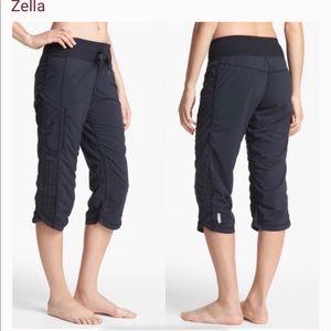 Size 4, navy, Zella, Move it, Capri pants